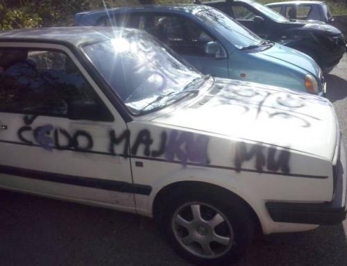Izvršni odbor SDSS-a osudio ispisivanje grafita na automobilu svojeg člana Mile Opačića u Rijeci