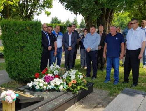 Положени венци на гроб Милоша Војновића