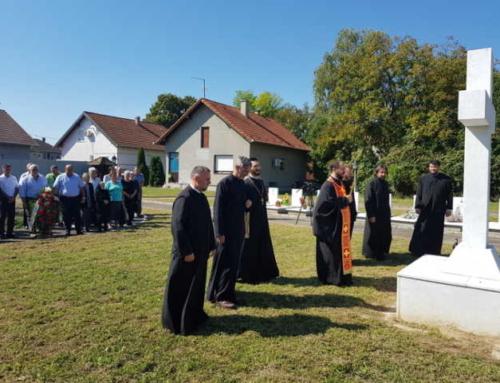 """Парастос жртвама рата на вуковарској """"Алеји"""""""